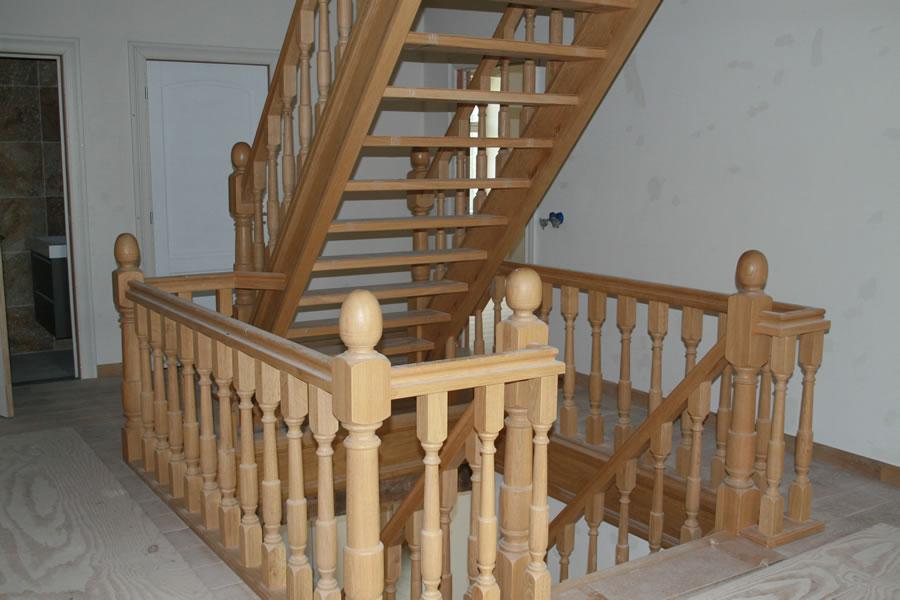 Eiken trappenhuis timmerbedrijf van den boorntimmerbedrijf van den boorn - Vervoeren van een trappenhuis ...